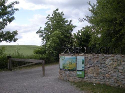 Foto 1 - Entrada al parque de Zabalgana
